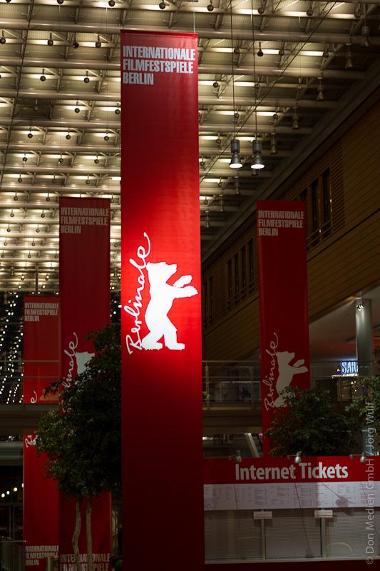 Berlinale-Standartmotiv-Bär-Fahne